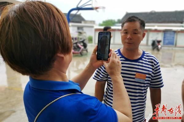 石井镇中心卫生院贫困户体检报道2.jpg
